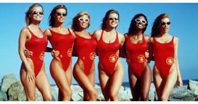 Od dlhých kúpacích šiat až po sexy bikiny. Ako sa menili trendy plaviek naprieč históriou?